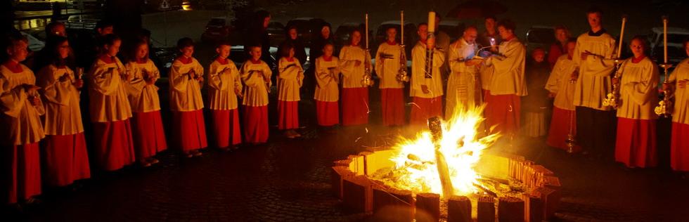 Osterfeuer im Brunnenhof