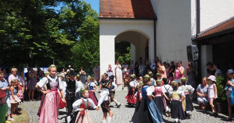 Pfarrfest rund um die Kirche