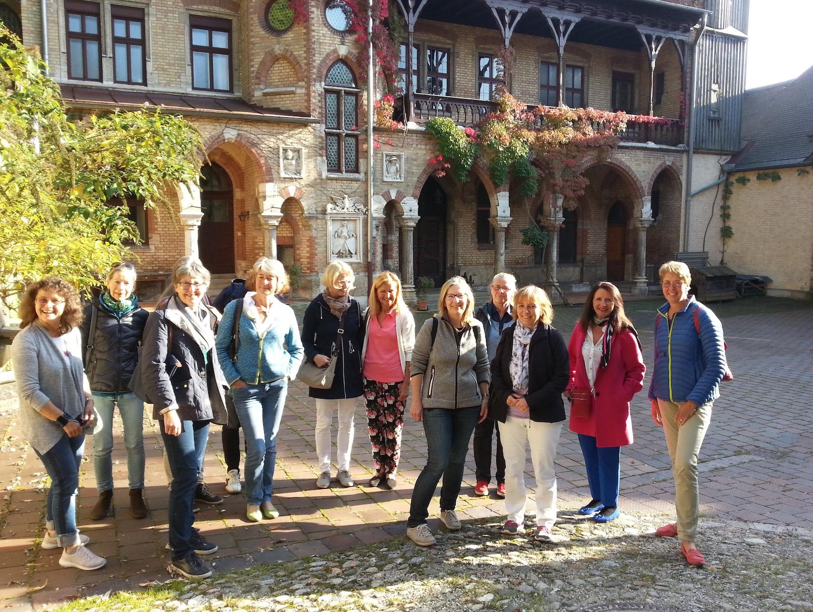 Frauenbund besichtigt Schloss Hohenpähl