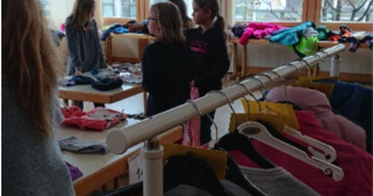 """Schülerinnen und Schüler der Grund- und Mittelschule Tutzing veranstalten einen """"Kleiderkreisel"""""""