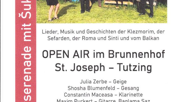 Open Air im Brunnenhof mit Šuk Schirim